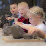 rzeźbiące dzieci