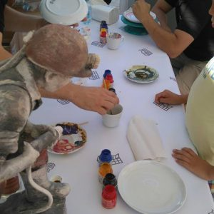 ludzie przy stole