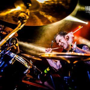 mężczyzna i perkusja