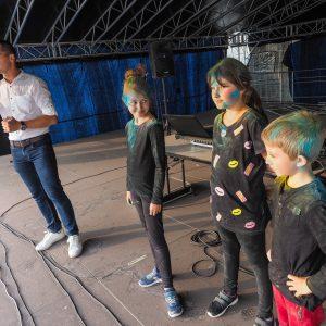 dzieci na scenie