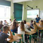 dzieci w klasie na lekcji