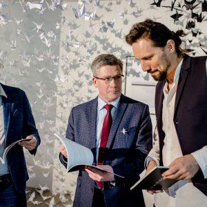 trzech mężczyzn